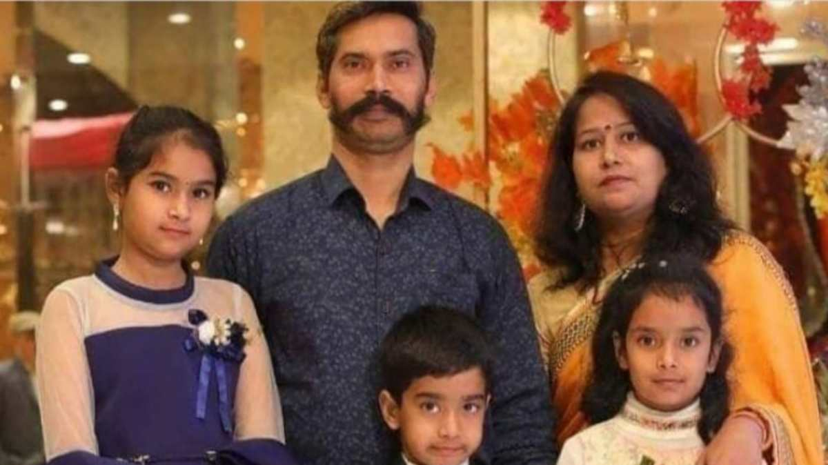 Delhi Police head constable Ratan Lal, who wa shot dead in the riots, with his family | By special arrangement